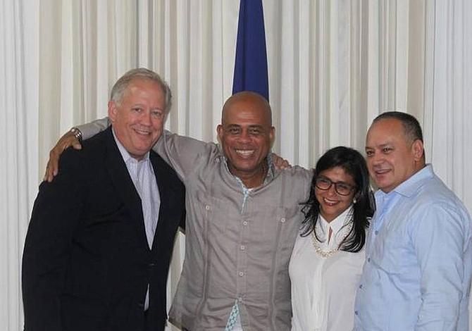 Gobierno interino de Venezuela contrata al bufete que representaba al chavismo en EEUU