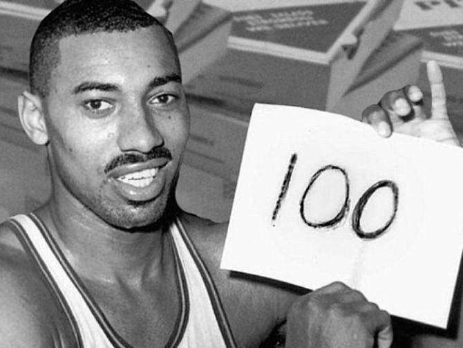 NBA. Es el único jugador en la historia en alcanzar la cifra