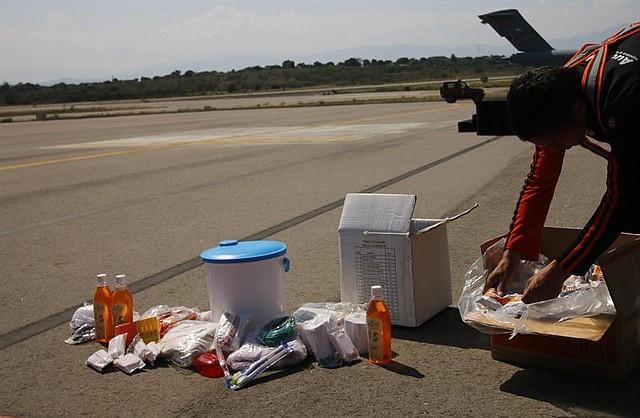 CRISIS. Detalle de las ayudas que llegaron en los aviones de carga C-17 de la Fuerza Aérea de Estados Unidos este sábado en el aeropuerto Camilo Daza de Cúcuta