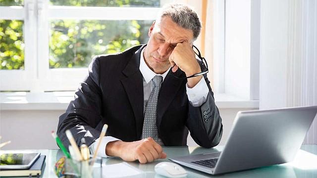 SALUD. Muchas personas trabajan jornadas extenuantes, si no puedes evitarlas, aprende a cuidarte.