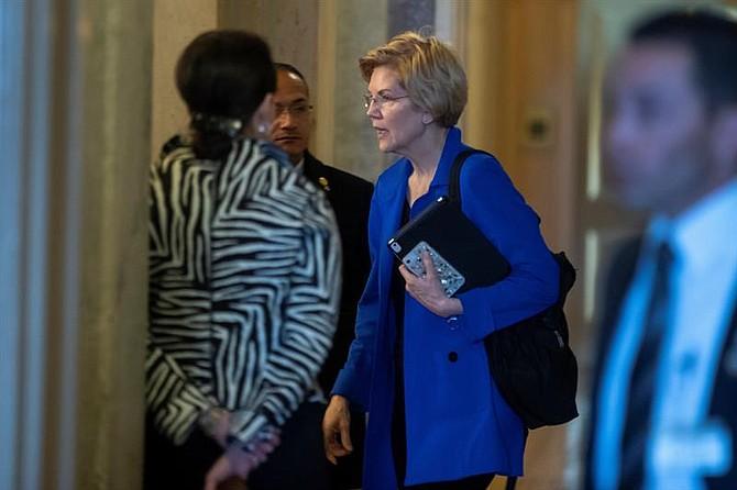 """CANDIDATURA. """"Los costos del cuidado de niños son solo para aplastar a las familias"""", dijo Warren a una audiencia de unas mil 400 personas."""