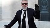 MODA. Fotografía de archivo realizada el 3 de julio de 2018 que muestra al diseñador alemán Karl Lagerfeld tras la presentación de su colección de Alta Costura Otoño/Invierno 2018-2019 para Chanel en la Semana de la Moda en París