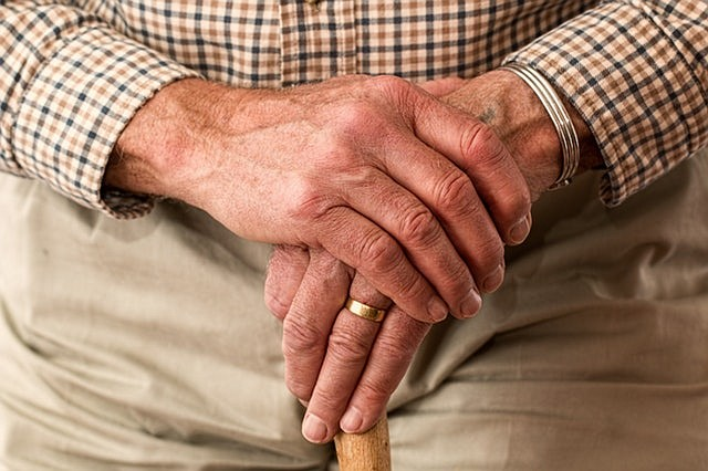 Adultos mayores vulnerables logran volver a ser independientes