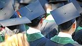 PROBLEMAS. El costo de la educación superior casi se ha duplicado en los últimos 20 años en este país. En muchos casos, los graduados deben decidir entre pagar el préstamo estudiantil o pagar comida o vivienda.