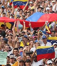 CÚCUTA. Cientos de personas comienzan a llegar para asistir al concierto Venezuela Aid Live