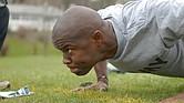 SALUD. Foto de un hombre mientras realiza ejercicio físico