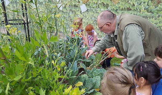 NATURALEZA. Durante los campamentos de verano hay tiempo para aprender sobre las plantas y la fauna que vive en los jardines durante los meses más cálidos del año.