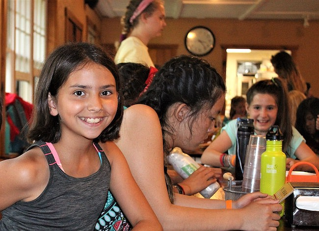 En Camp Horizons sus hijos pueden compartir con niños y personal de más de 20 países