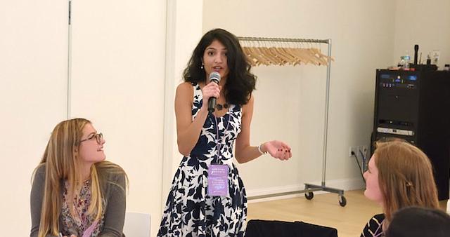 Ganadora. Karishma Srikanth es una joven que vive en el área metropolitana y que ha sido beneficiaria de Herlead Fellowship.