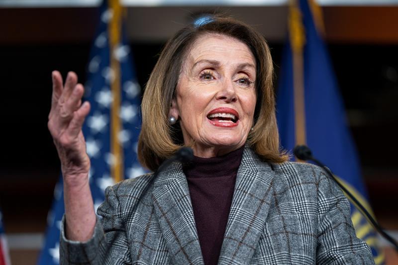 POLÍTICA. La presidenta de la Cámara de Representantes de Estados Unidos, Nancy Pelosi en una rueda de prensa en el Capitolio de Washington