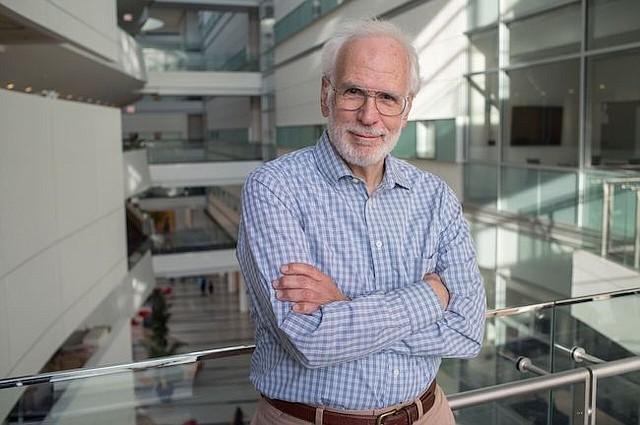 """""""Hasta principios de la década de 1990, era algo ridículo que que pudiera desarrolar una pastilla que retrasara el envejecimiento,"""" dijo Robert Miller, biogerontólogo de la Universidad de Michigan. """"Era algo de ciencia ficción. Pero investigacions recientes han demostrado que el pesimismo es incorrecto."""""""