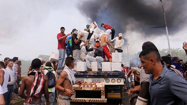 PROFUNIDAD. No hay ningún tipo de investigación que brinde más detalles sobre el origen de estos encapuchados, ni más información que respalde la inocencia de Maduro en este aspecto.