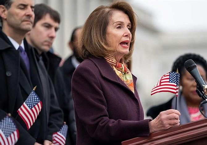 Nancy Pelosi pide protección para la congresista musulmana criticada por Trump