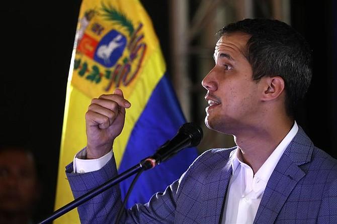 CARACAS. Juan Guaidó, habla durante un encuentro con líderes vecinales del área metropolitana de Caracas el jueves 14 de marzo