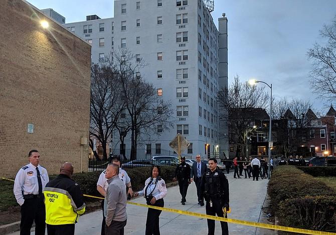 Un muerto y siete heridos tras noche violenta en DC