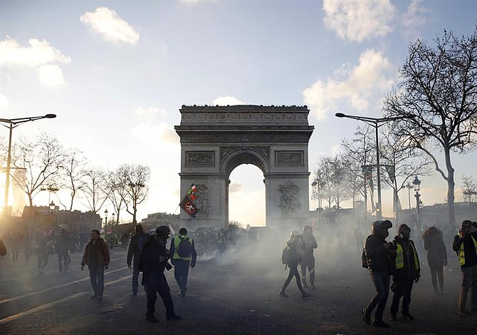 Chalecos amarillos en Francia envían ultimátum a Macron [FOTOS]