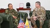 El comandante de la división militar US Air Force, el general Michael Plehn, se reunió con el capitán del ejército colombiano Luis Navarro Jiménez, comandante de las Fuerzas Militares de Colombia, en la cooperación de defensa entre Estados Unidos y Colombia.