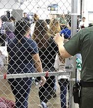 REALIDADES. La política de 'tolerancia cero' de la Administración Trump es responsable de la separación de las familias y de niños enjaulados.