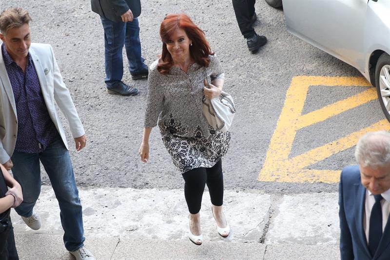 ARGENTINA. Fotografía de archivo fechada el 25 de enero de 2019 que muestra a la expresidenta Cristina Fernández de Kirchner a su llegada a los tribunales de Comodoro Py, en Buenos Aires