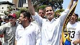 Presidente encargado de Venezuela, Juan Guaidó, con su director de despacho, Roberto Marrero.