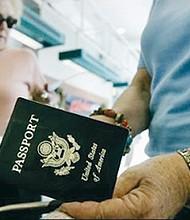 REPRESALIA. Diversos gobiernos europeos acordaron que los ciudadanos estadounidenses deben solicitar una visa para visitar sus países. La excusa fue el refuerzo de la seguridad nacional, pero hay quienes creen que se trataría de una respuesta conjunta a la actitud hostil del presidente Trump.