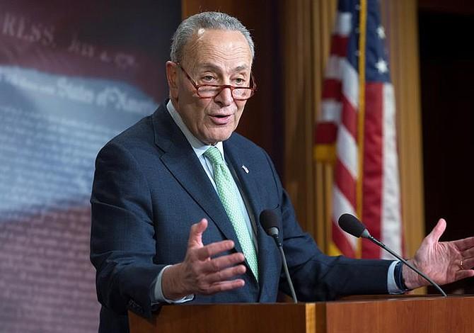 Chuck Schumer pide que el Congreso conozca informe de Mueller antes que Trump