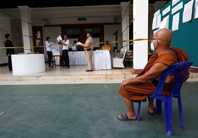 Observadores denuncian compra de votos en elecciones de Tailandia