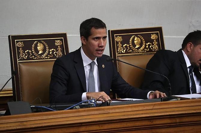 RECHAZO. Desde el Hemiciclo de Sesiones, Guaidó se refirió también al apagón nacional que sufrió Venezuela desde la noche del lunes y dijo que la única respuesta que tiene el régimen es aumentar la persecución.