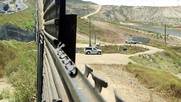 """FRONTERA. De acuerdo a esas instrucciones, """"la CBP acelerará sus planes de reubicación de hasta 750 funcionarios hacia los sectores de la Patrulla Fronteriza que están afectados por la emergencia""""."""