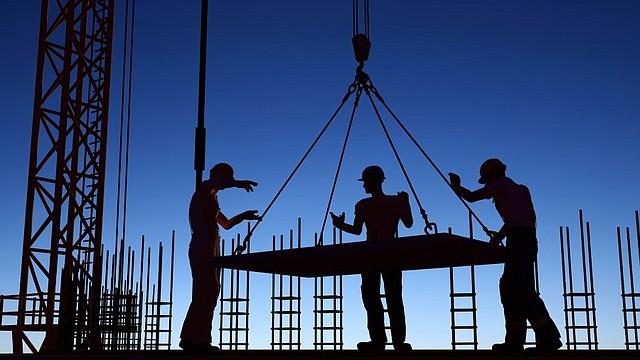 ECONOMÍA. Hoy día la industria debe incluir las nuevas tecnologías en sus procesos productivos y administrativos.