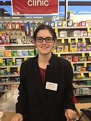 Celia Lichtman sufre autismo moderado, pero CVS le dio una oportunidad y ahora es una de las administradoras de una de las farmacias de esta cadena. Cortesía Jewish Social Service Agency