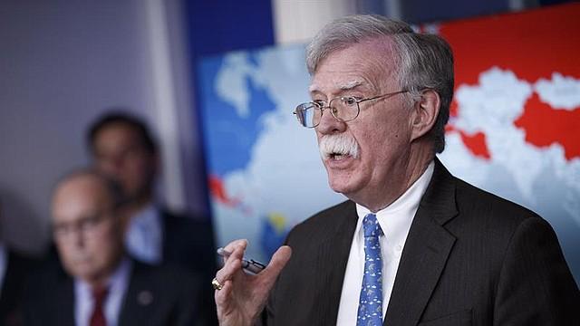 CRISIS. Bolton consideró que la acción de los civiles armados, calificados como terroristas por la Asamblea Nacional,  socava la Constitución y la integridad territorial de Venezuela.