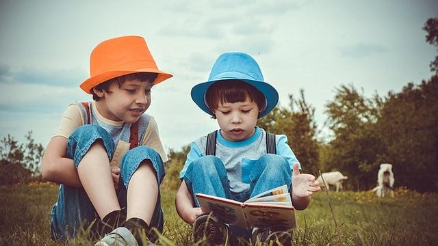 """De acuerdo con el Instituto de Política de Inmigración, """"casi un tercio de todos los niños en los Estados Unidos de ocho años o menos están aprendiendo dos idiomas."""""""