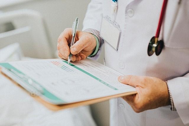Confusión costosa: visita de bienestar de Medicare no es lo mismo que el chequeo anual
