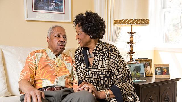 Gloria Brown es la principal cuidadora de su esposo, Arthur, quien fue diagnosticado con Alzheimer hace cuatro años.