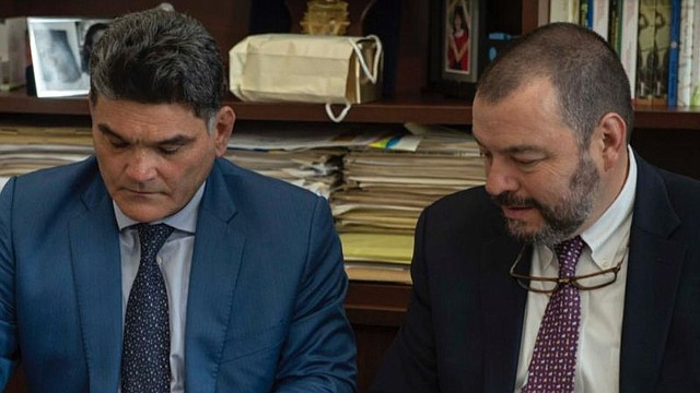 COLOMBIA. Defensor del Pueblo, Carlos Negret, junto a Gregorio Eljach Pacheco, Secretario General del Senado, radicando proyecto de ley que busca nacionalizar niños venezolanos migrantes
