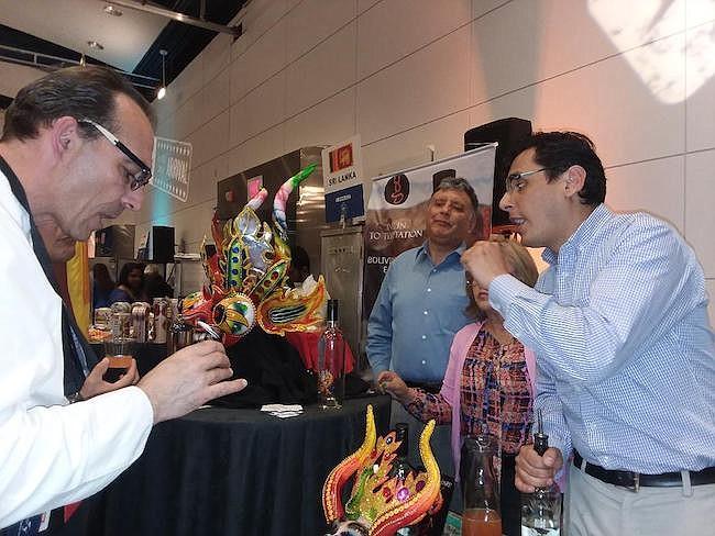 BOLIVIA. Todos los asistentes al Embassy Chef Challenge quisieron probar los vinos y el singani boliviano que llegaron a esta competencia en busca de nuevos mercados.