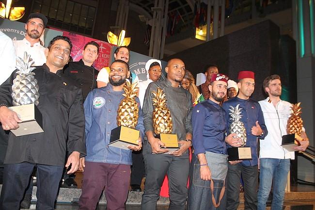 PREMIADOS. Los ganadores: Siri Lanka, Haití, Barbados, Marruecos y Bélgica se llevaron los premios en forma de piñas plateadas y doradas.