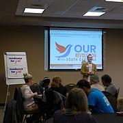En Carolina del Sur, activistas locales se reunieron para discutir cómo promover y educar sobre la idea de Medicare para Todos.