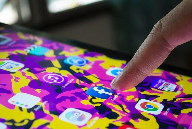 Soledad sin edad: jóvenes en las redes sociales reportan sentirse más solos que nunca