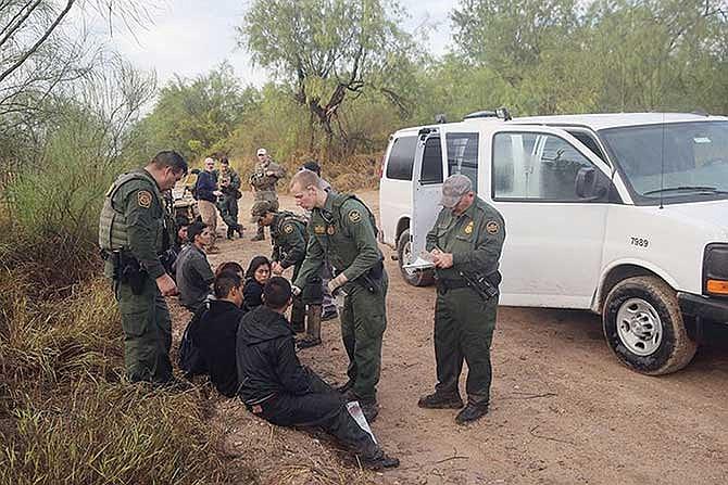 En la frontera con México: Detienen a más de cien mil personas en marzo