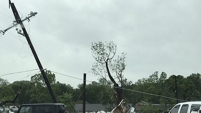 CLIMA. Efectos del tornado tras su paso por Franklin, en Texas