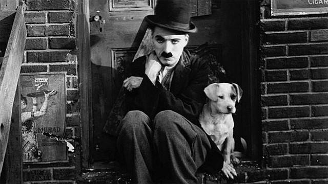 """CINE. En 1915 se integró a Essanay Studios y se consolidó como actor de primera clase con producciones mudas como """"Charlot campeón de boxeo"""", """"Charlot vagabundo"""" y """"Charlot, portero de banco""""."""
