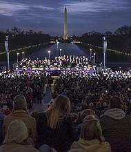 SERVICIO. Una multitud se congregó en la edición número 38 del Servicio de Amanecida, una tradición anual de Semana Santa en Washington.