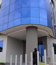 ALLANAMIENTO. En ese caso Mecafé es acusado de beneficiarse de $9,424,318 de fondos públicos, ya que se supone que recibió dinero público en ocho cuentas para desviarlo.