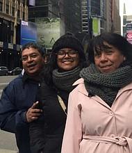 """""""Mi familia y yo vivimos en una comunidad muy salvadoreña"""", dice Mayra"""