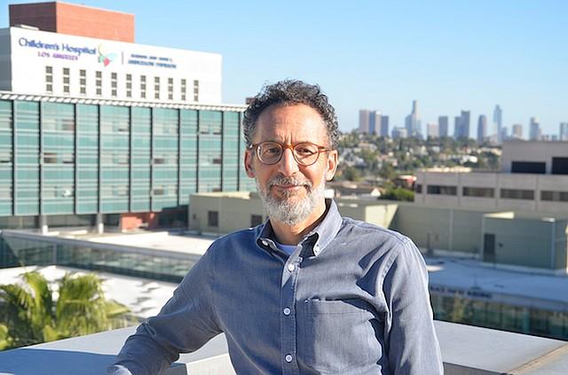 """Michael Goran es director del Programa de Obesidad y Diabetes en el Hospital de Niños de Los Ángeles y el investigador principal del estudio HEROES. """"Apoyo el impuesto a las gaseosas y las alertas en etiquetas como una forma de desalentar el consumo"""", dijo Goran. """"Pero no creo que solo con eso se logren resultados""""."""