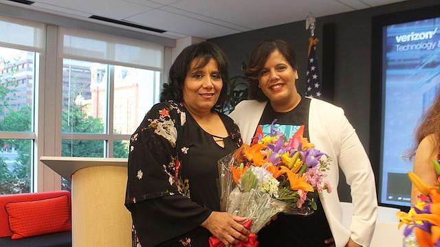 LUCHADORAS. Denise Ortiz junto a su hija Dania Matos. Las dos alcanzaron el éxito imponiéndose a contratiempos y haciendo sacrificios.