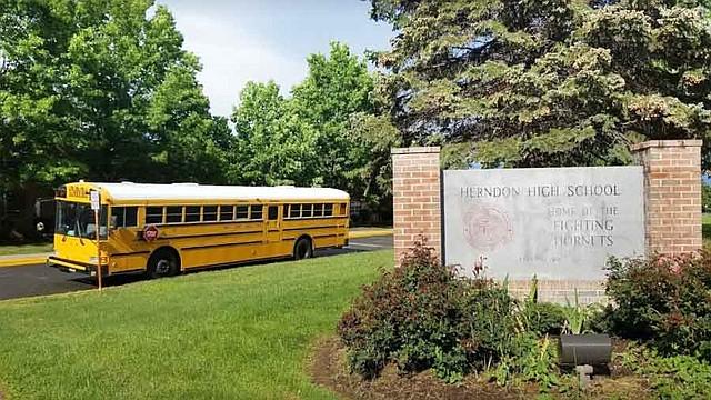 SUCESO. Schklowsky fue liberado pero este miércoles se presentó en una corte del condado de Fairfax, donde se le impusieron 20 cargos más por posesión de pornografía infantil.