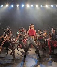 BAILE. El espectáculo relata los incidentes de una clase en una prestigiosa escuela de artes escénicas de Nueva York.